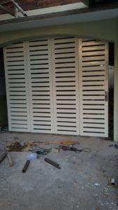 pintu henderson,pintu henderson besi,pintu besi henderson,pintu henderson minimalis,pintu lipat henderson,pintu henderson semarang,pintu henderson terbaru