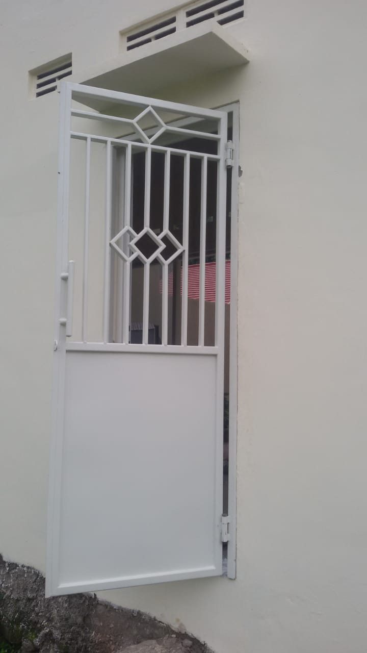 Pintu Double Minimalis Motif Semarang