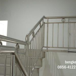 railing tangga stainless, railing tangga stainless minimalis, bengkel las stainless, railing tangga, jasa las tangga, bengkel las tangga semarang, tukang las tangga semarang, bengkel las semarang, jasa las semarang,