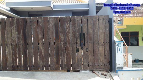 pintu kayu ulin, pintu kayu ulin semarang, bengkel las pintu kayu ulin, jasa las pintu kayu ulin, tukang las pintu kayu ulin, bengkel las semarang, jasa las semarang, tukang las semarang, bengkel las murah semarang