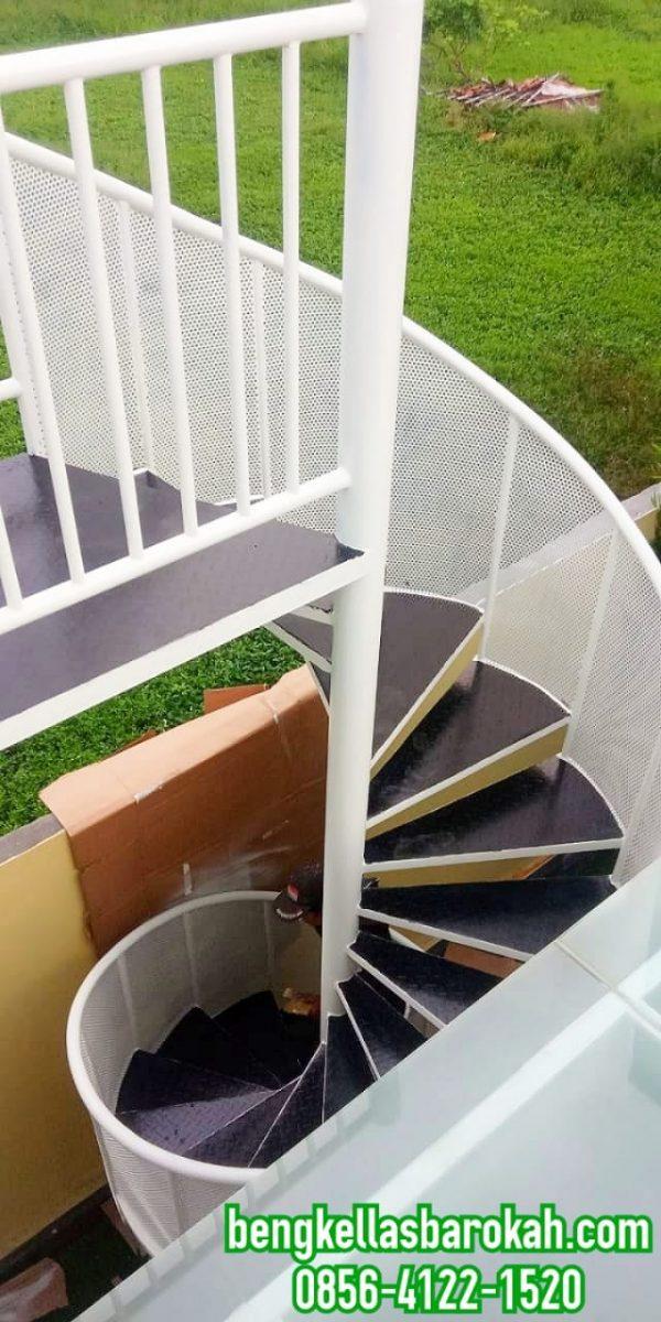 tangga putar, tangga putar minimalis, tangga putar minimalis modern, tangga putar mewah, tangga putar dari besi, harga tangga putar, ukuran tangga putar, tangga putar besi, harga tangga putar 2021, harga tangga putar minimalis, tangga putar besi minimalis, gambar tangga putar, desain tangga putar, harga tangga putar besi, model tangga putar minimalis, tangga putar harga, tangga putar semarang, harga tangga putar semarang, tangga putar kombinasi plat, bengkel las semarang, jasa las semarang, tukang las panggilan semarang, bengkel las tangga semarang, jasa las tangga semarang, tukang las tangga semarang
