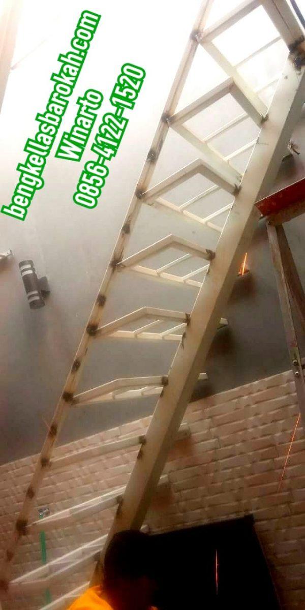 tangga besi minimalis pijakan papan motif, tangga besi minimalis pijakan papan, tangga besi minimalis pijakan, tangga besi minimalis pijakan kayu, tangga besi minimalis semarang, biaya tangga besi minimalis semarang, harga tangga besi minimalis semarang, bengkel las tangga semarang, jasa las tangga semarang, tukang las tangga di semarang, bengkel las semarang, tukang las semarang, jasa las semarang